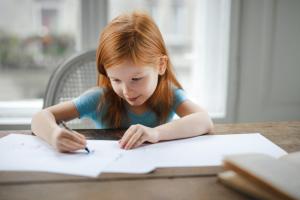 Nazaj v šolo: pomen zdrave samopodobe v šolskem okolju