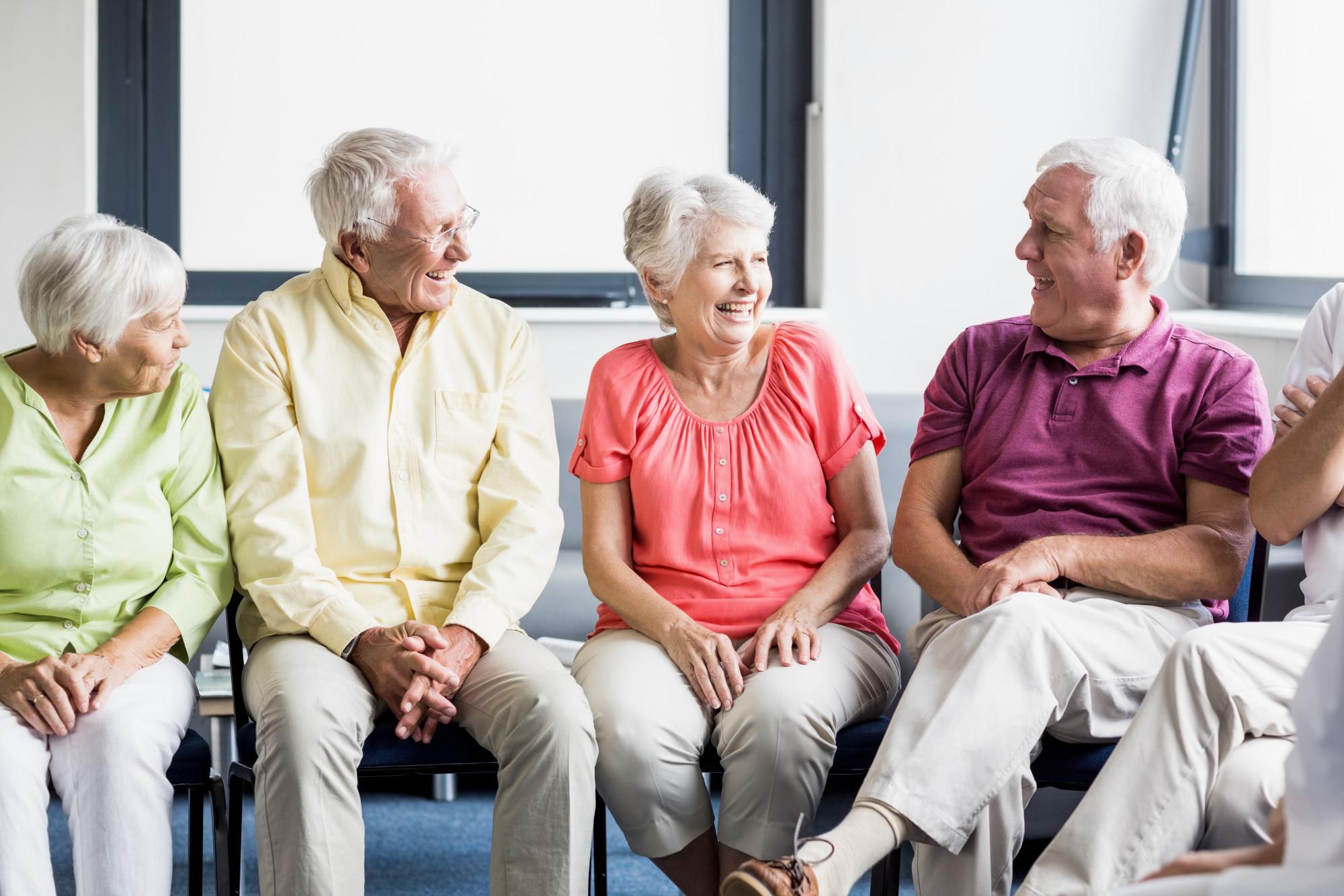 seniors-talking-each-other (1)